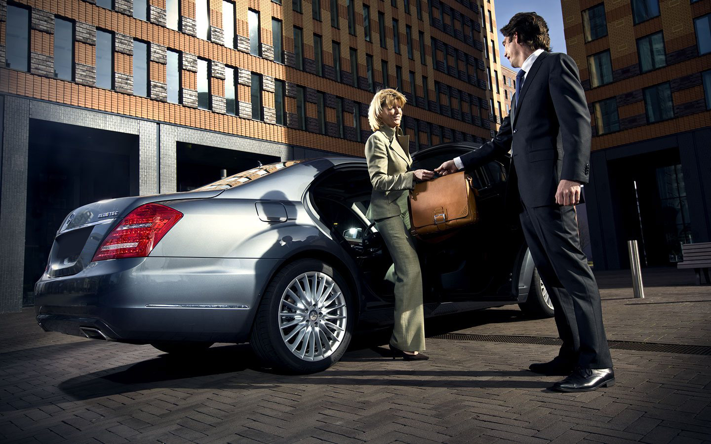 Luxury Car Chauffeur Service Dubai